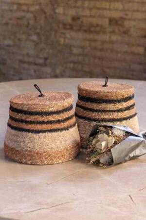 Cesta con tapa fibras naturales con rayas en negro y naranja 22 x 22 x 17 cm