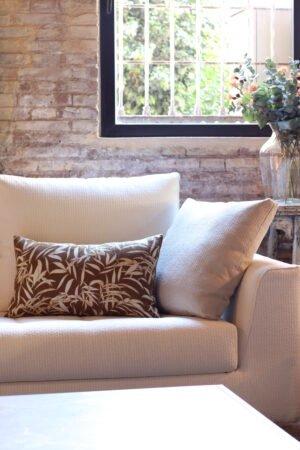 Funda de cojín estampado con hojas una cara en lino y una cara en algodón beige y marrón 40 x 60 cm
