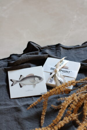 Vinilo impreso peces tonos grises, crudos y ámbar 10 x 10 x 0,2 cm